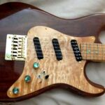 maple pickguard, dark natural Strat