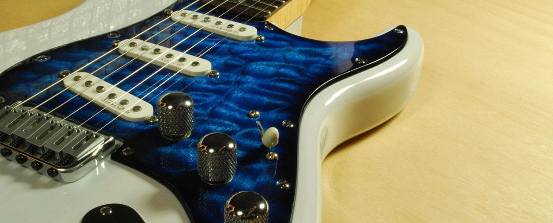 burst blue quilt Strat maple pickguard
